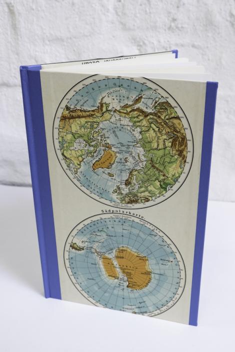 Buch mit Antwarktis Karte