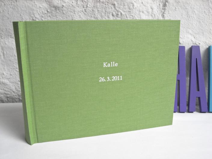 hellgrünes Kinderalbum mit Namen