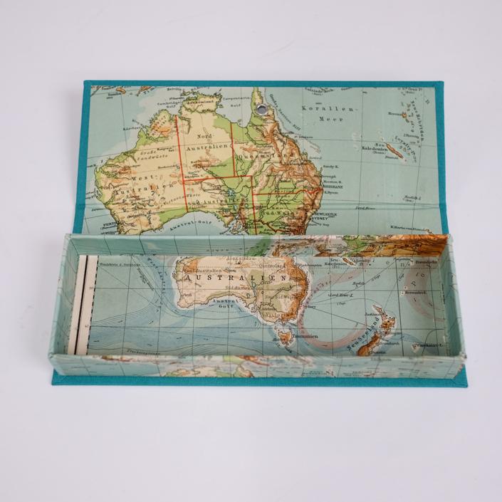 sehr alte Australien Landkarte zum Etui verarbeitet