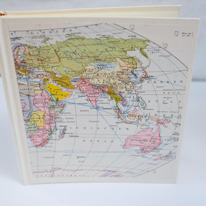 Weltkartenalbum mit alter Landkarte