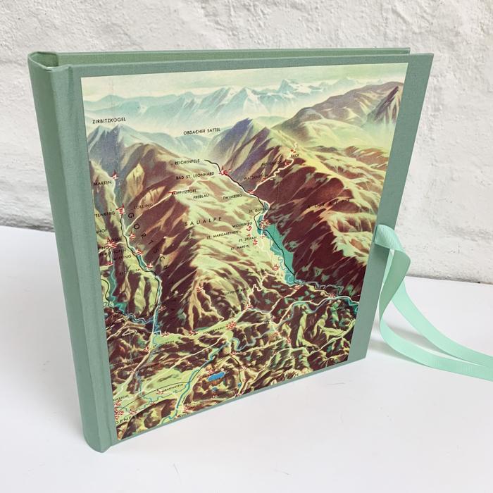 Fotoalbum in Mintgrün mit sehr alter Berge Karte