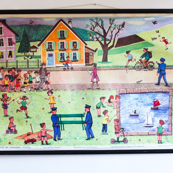 schönes Schaubild aus einer alten Grundschule / Frühling