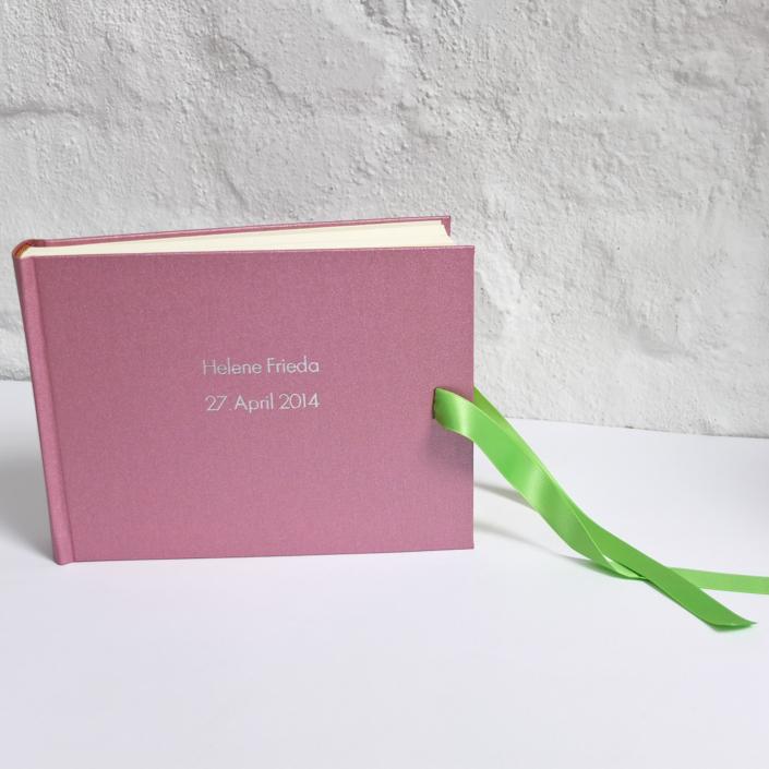kleines Kinderalbum in Rosa Metallic mit silberner Futura