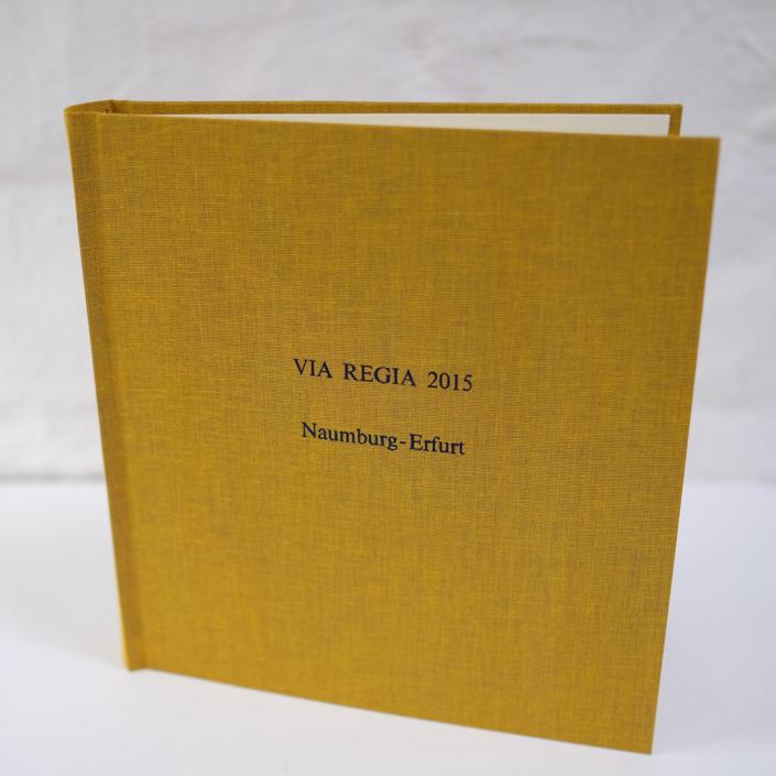 Reisefotoalbum in SAgran mit schwarzer Prägung in Times
