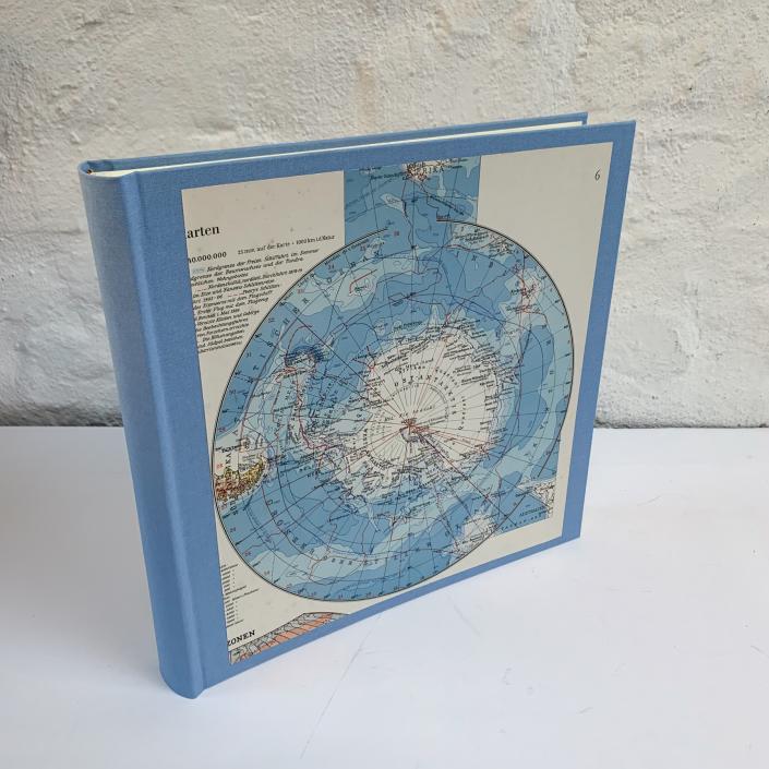 Fotoalbum in Hellblau mit Karte Antarktis