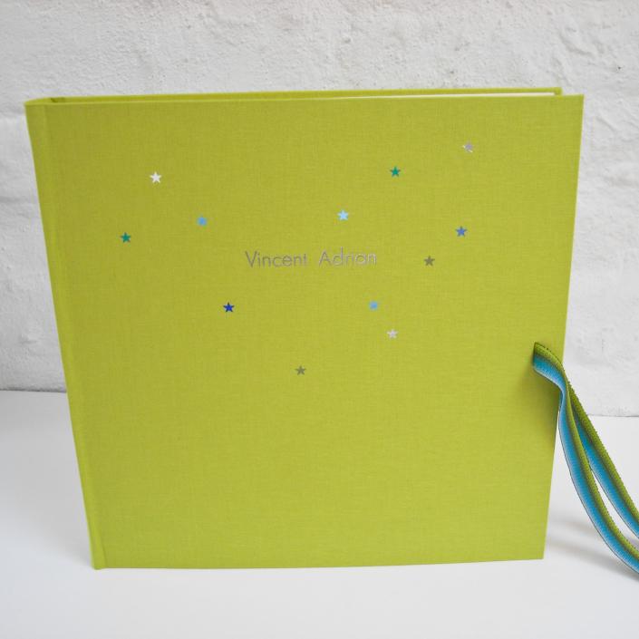 riesen Album in Pistazie Leinen mit Sternchen und silberner Futura