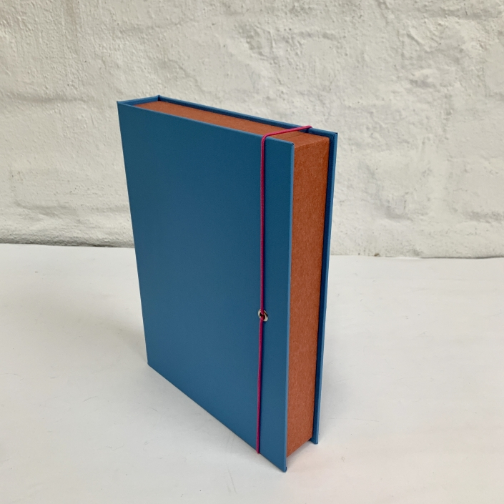 Box in A5 in schwedisch Blau und Terracotta