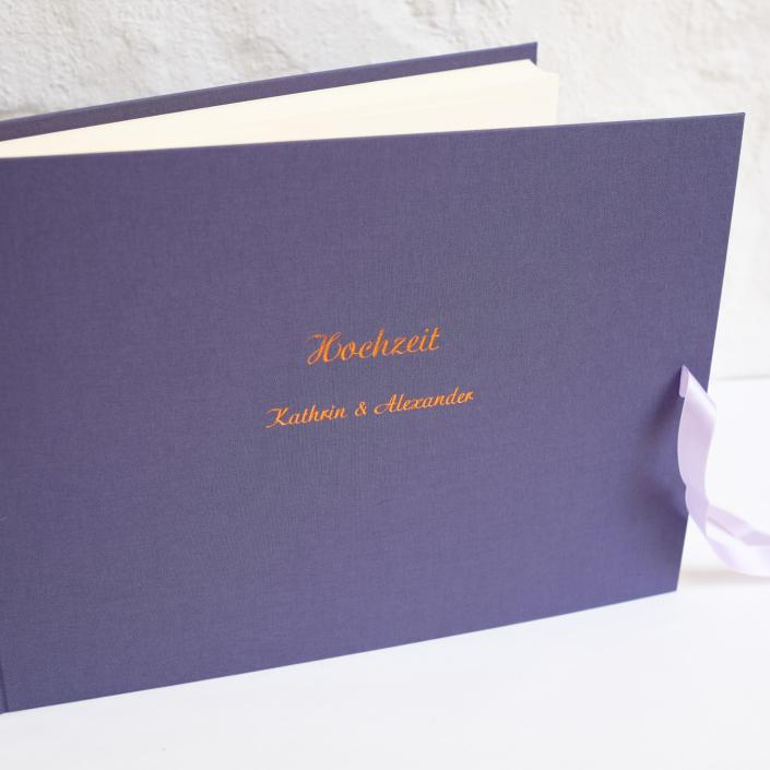 längliches Hochzeitsalbum in Lavendel mit Prägung in Kupfer