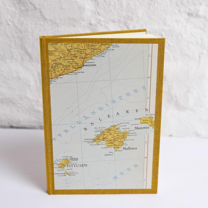 Wunschbuch in Din A5 mit alter Karte der Balearen in Safran gebunden