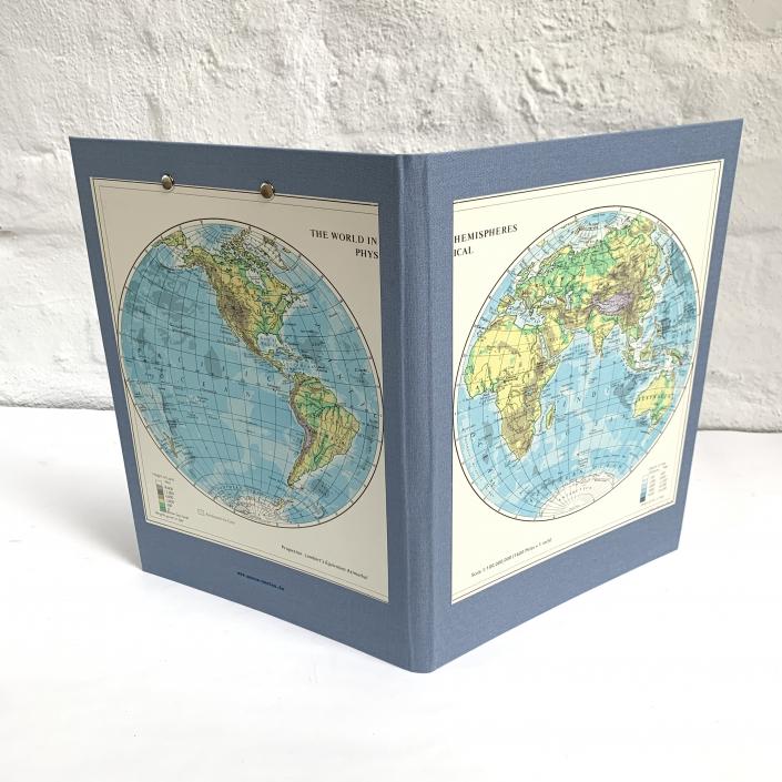 Alte Weltkarte aus einem englischen Atlas upcyling als Mappe in A4.